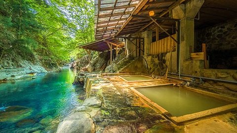 88段の階段の先に広がる絶景。那須塩原が誇る明賀屋本館の川岸露天風呂