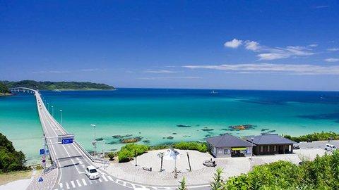 本州一美しい海に架かる橋を渡り、絶品海の幸を。山口県・角島を往く