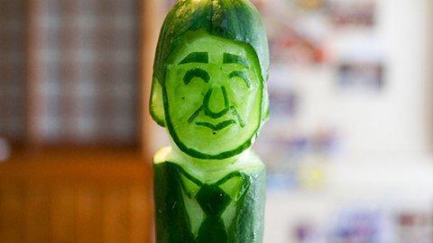あの有名人もキュウリに!東北野菜の面白アートで有楽町がひんやり