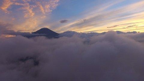 新しい富士山の魅力発見。ドローン空撮した4K映像が息を呑む美しさ