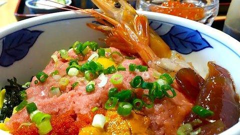海なし埼玉県を侮るなかれ。行列が絶えない市場直結のデカウマ海鮮丼