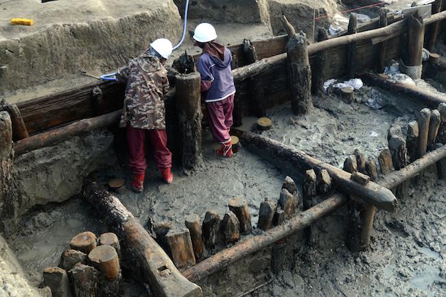 三重津海軍所跡ドライドックの発掘調査風景
