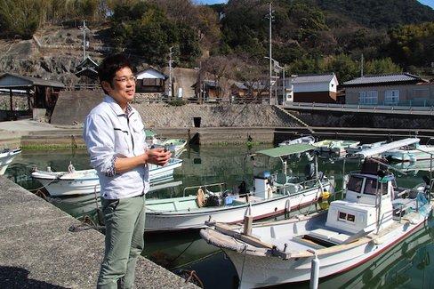 それは小豆島で起きていた。舟に乗り、瀬戸内の海を渡る醤油の現場へ