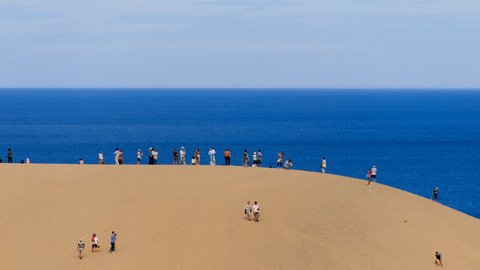 どっちが日本一? 鳥取砂丘より3倍も広い砂丘が「青森」にひっそりある