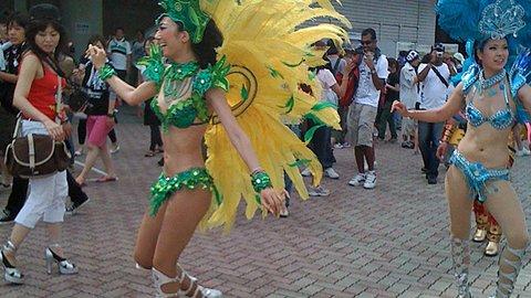 現役女子大生もサンバカーニバル。地元の夏を盛り上げた綺麗なお姉さん