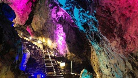 ここはドラクエのダンジョンか。東京にある「日原鍾乳洞」で日帰り探検
