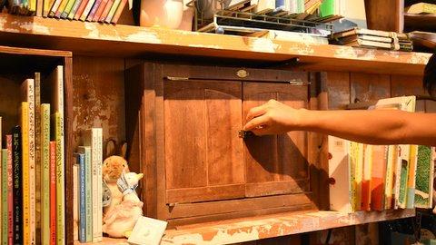 扉を開けると絵本の国でした。大阪の「絵本カフェ」が癒やし効果抜群