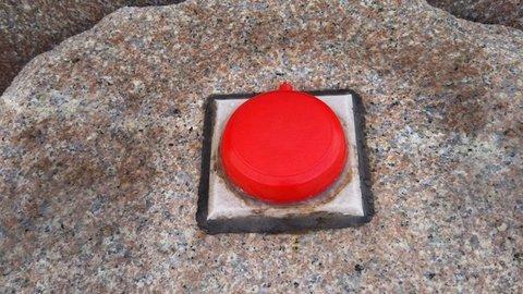 押すと一体どうなるのか?青森県の竜飛岬にあるボタンが話題