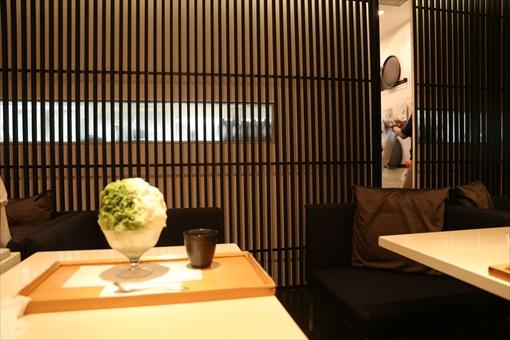 ▲7月17日(月)、「緋毬」の店内は、白色と黒色が基調の落ち着いた雰囲気
