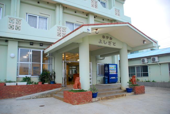 毎回台風ニュースの中継所となるのがここホテルよしさと