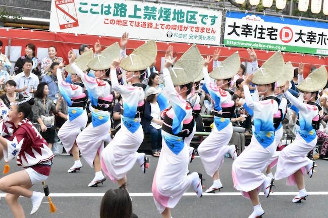 女踊りは徳島の女性の美しさと強さが伝わってくる