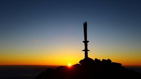 坂本龍馬も登った、天孫降臨の地として知られる「高千穂峰」へ