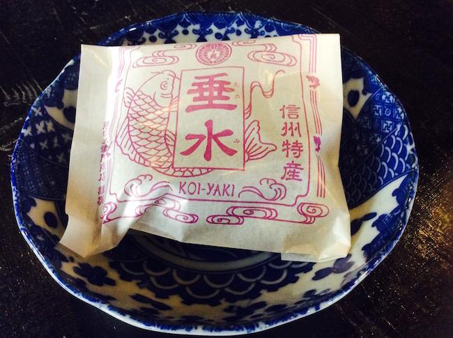 鯉焼きの包みも美的