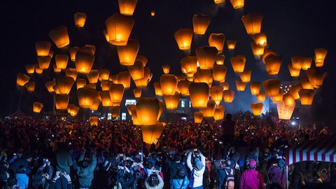 台湾の夜に広がるラプンツェルの世界。伝統のランタン祭り「平渓天燈祭」へ