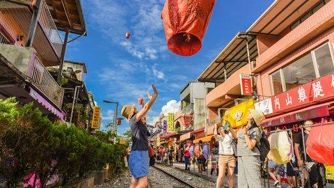 インスタ映えする台湾のランタン祭り、実は自分でも飛ばせるんです