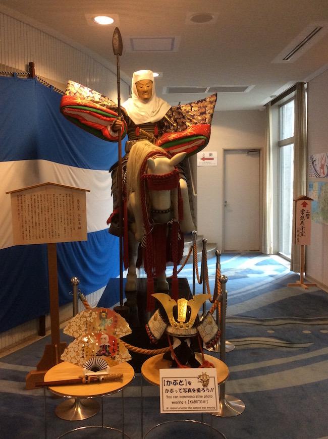 山車会館に展示されている馬上の大谷吉継