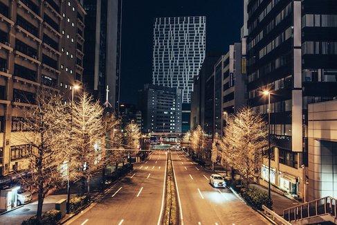 1年でほんの数秒間、大都市から人が消える瞬間を切り取った写真