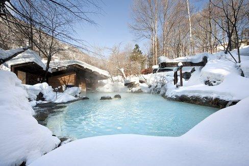 乳白色のお湯で人気「3日入れば3年風邪をひかない」長野の白骨温泉