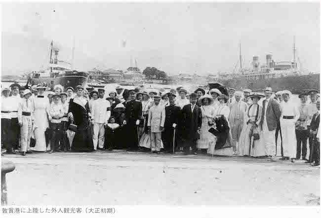 敦賀港に上陸した外人観光客(大正初期)(画像提供:『「ふるさと敦賀の回想」より』)