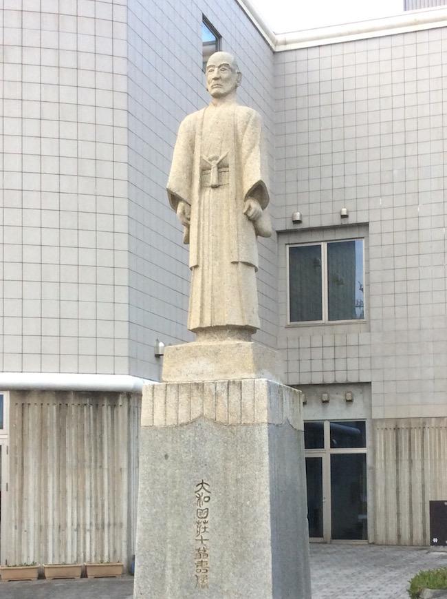 大和田荘七の像
