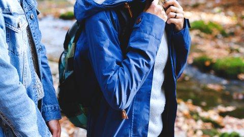 旅行に常備しておくといいもの、それは軽くて薄い「ジャケット」