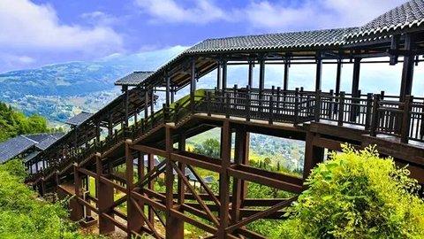 【中国・恩施市】山奥にある18分かけて渡る世界最長のエスカレーター