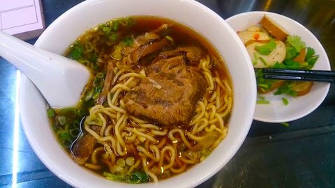 台北の端っこにある、日本人好みの絶品「牛肉麺」