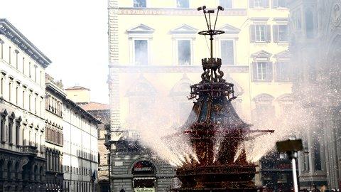 山車が爆発。350年の歴史を持つフィレンツェの復活祭、今年は4月1日