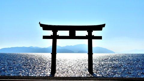 近江の「厳島」の異名も。琵琶湖に浮かぶ美しき大鳥居「白髭神社」へ