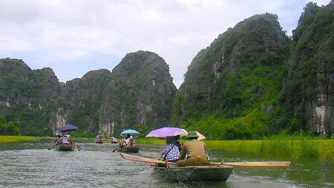 陸のハロン湾に感動。ベトナム・タムコックの手漕ぎボート洞窟ツアー