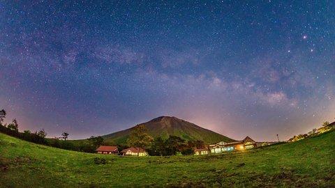 そうだ夜空を見上げよう。美しい「星空」で観光客誘致がじわじわ人気