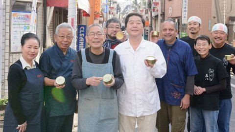 被災した「サバ缶」を洗って売ろう。石巻の缶詰工場を支援した東京の商店街
