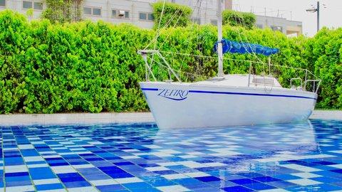 海なし県代表「埼玉」で謎ヨットを発見。大宮にあるリゾートカフェ