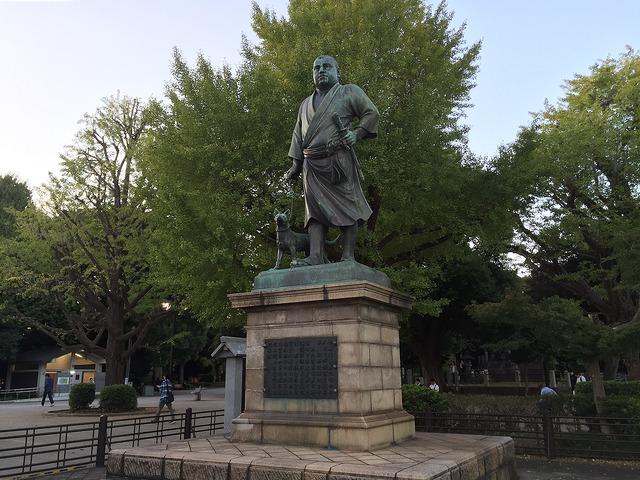 上野公園にある、この銅像は誰?
