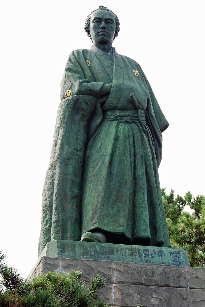 高知県桂浜にある、この銅像は誰?