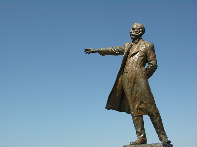さっぽろ羊ヶ丘展望台にある、この銅像は誰?