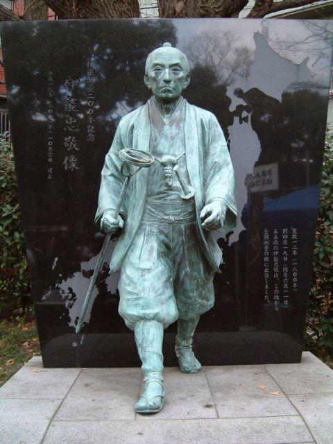 富岡八幡宮にある、この銅像は誰?