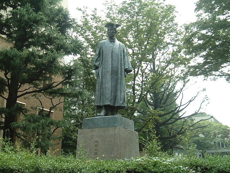 早稲田大学構内にある、この銅像は誰?