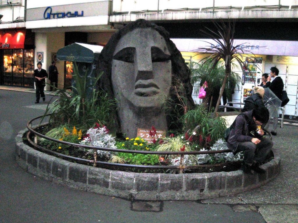 渋谷駅にある、この銅像はなんていう?