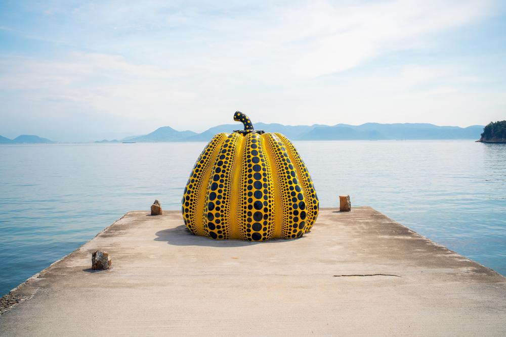 このアートが有名な「直島」があるのは?