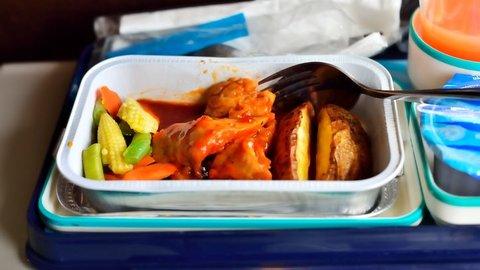 機内食の人気第1位は「ビーフ」、チキンやスペシャルミールも