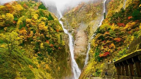 富山が誇る日本一。タモリも絶賛した段瀑「称名滝」