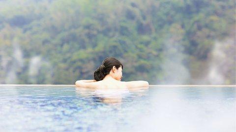 絶景と温泉の境界が溶け合う「インフィニティ風呂」が日本でも流行中
