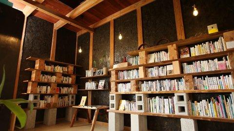 あの頃に戻りたくなる。懐かしい風景を楽しめる富山のブックカフェ