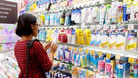 日本に来た外国人がドラッグストアで「神買い」するものランキング