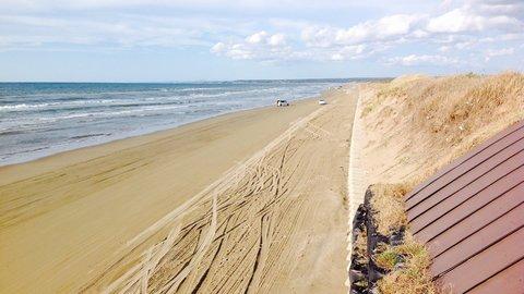 車で走れる絶景砂浜。全長8kmの「千里浜なぎさドライブウェイ」