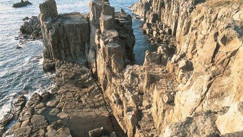悪僧の伝説が残る、福井県「東尋坊」で高さ25mの絶壁を散歩