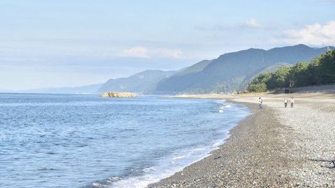 国内で1カ所だけ。縄文人も愛した翡翠を拾える富山「ヒスイ海岸」