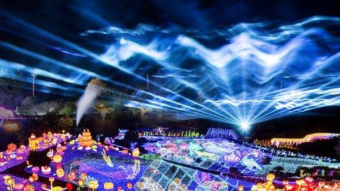 体験型もここまできた。光の中を空中滑走する「伊豆高原グランイルミ」