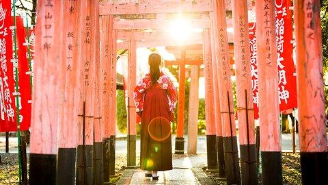 一味違った旅体験。京都巡りを格上げする「袴レンタル」